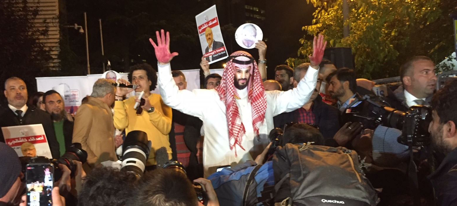Istanbul protesters outside Consulate General of Saudi Arabia following the murder of Khashoggi. (Hilmi Hacaloglu, VOA via Wikimedia Commons)